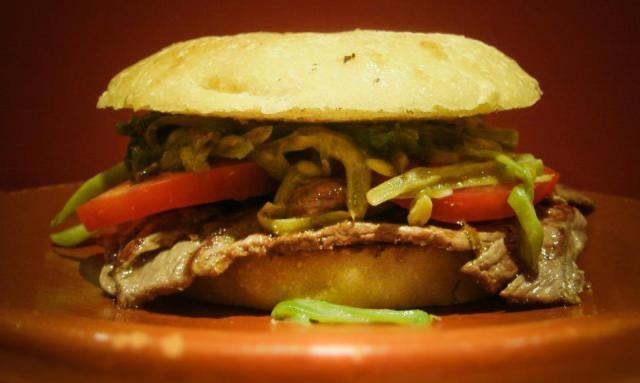 Sandwich chacarero con porotos verdes (judías verdes)