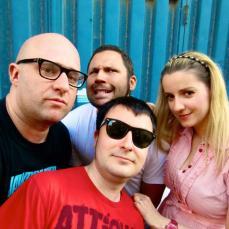 De izquierda a derecha, Jorgito Wallride, Killer John (con gafas de sol), Renzo Figueras y Maite Ramona.