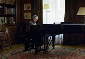 Anne (Emmanuelle Riva) tocando el piano