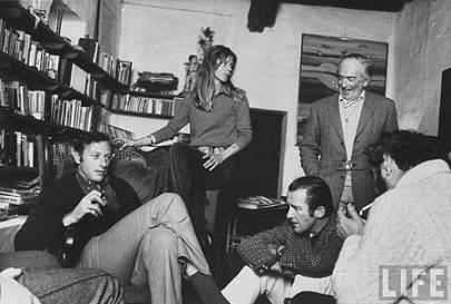 De izquierda a derecha, Clifford Irving y su esposa y Elmyr de Hory, entre amigos. http://blog.hola.com/elmundodecarlosmartorell/tag/elmyr-de-hory
